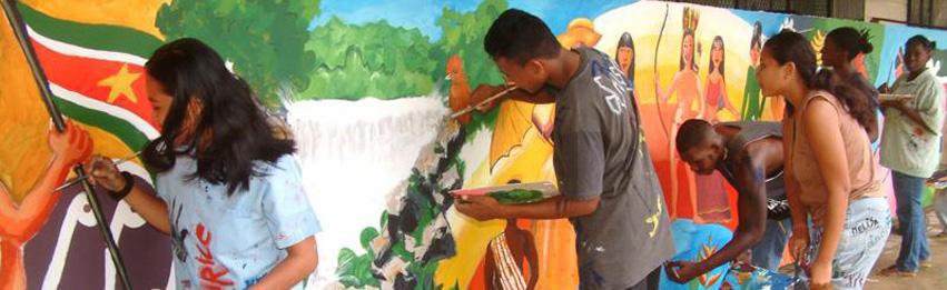 AMS scholieren schilderen voor de wereld
