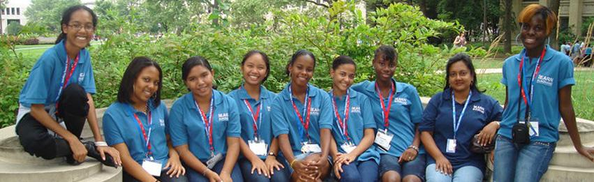YES 8 studenten met hun escort in Washington DC